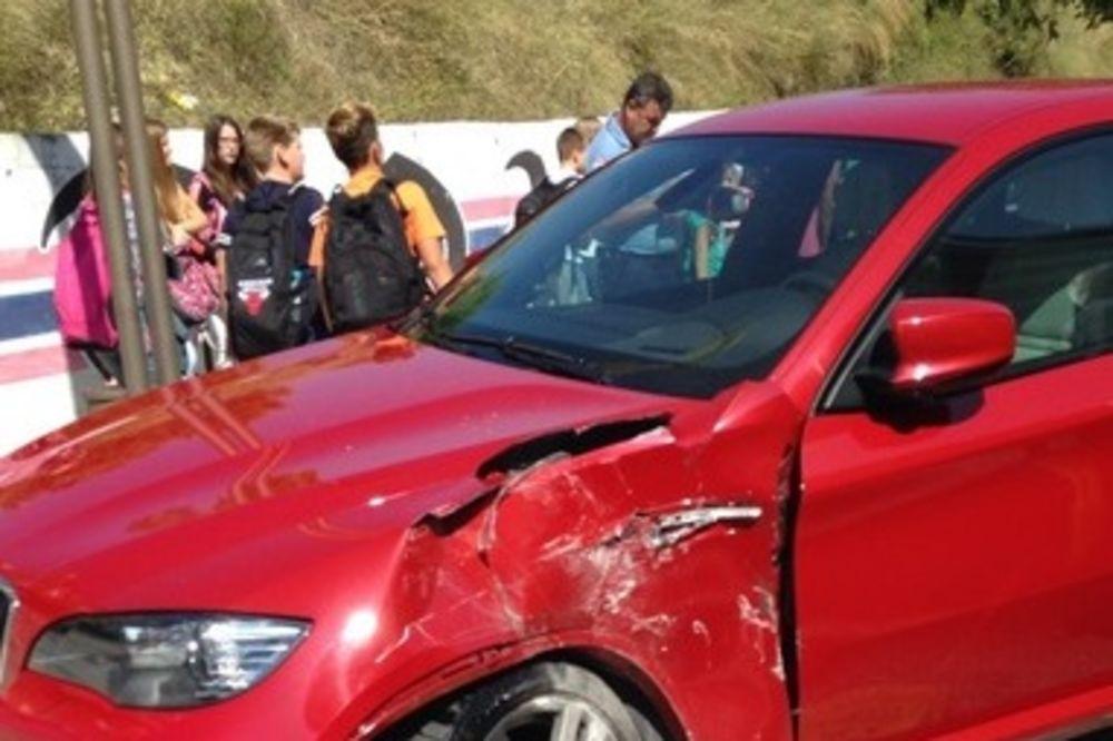 TOMPSONU SLUPALI BMW: Autobus mu udario u auto dok je pevač bio u kafiću!