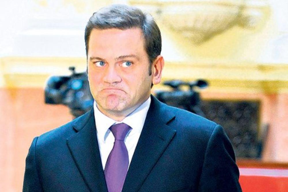 IŽIVLJAVANJE: Borko Stefanović arči državni auto za kilometar vožnje!