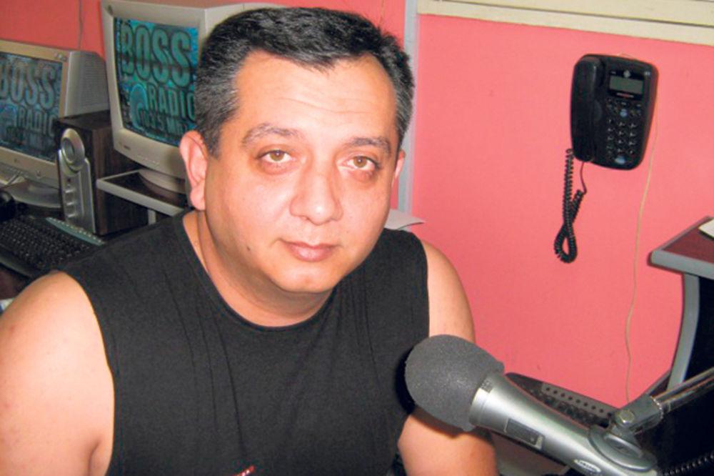 UZEO 3.000 EVRA, DOBIO LISICE: Vlasnik radio-stanica reketirao fudbalera Obilića!