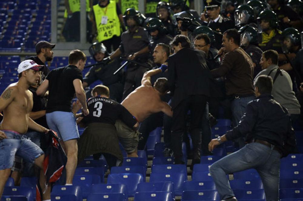 (VIDEO) NISU MOGLI DA PODNESU PORAZ: Navijači CSKA divljali po Rimu!