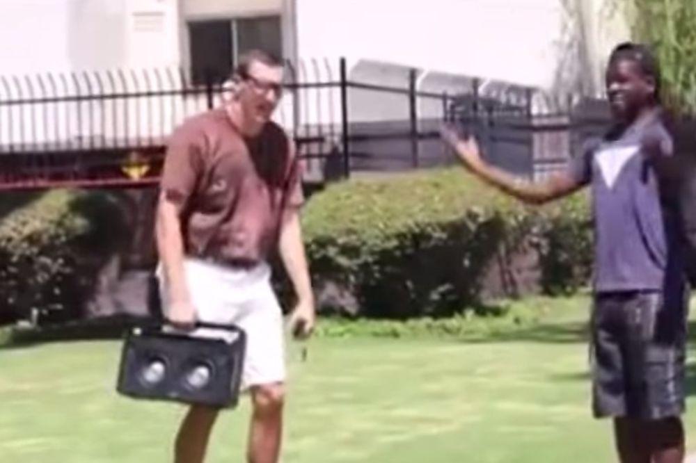 HIT VIDEO: Štreber bacio rime i ostavio crnce bez daha!