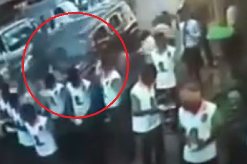 (VIDEO) JEZIVA NESREĆA: Kolima pokosio 25 osoba!