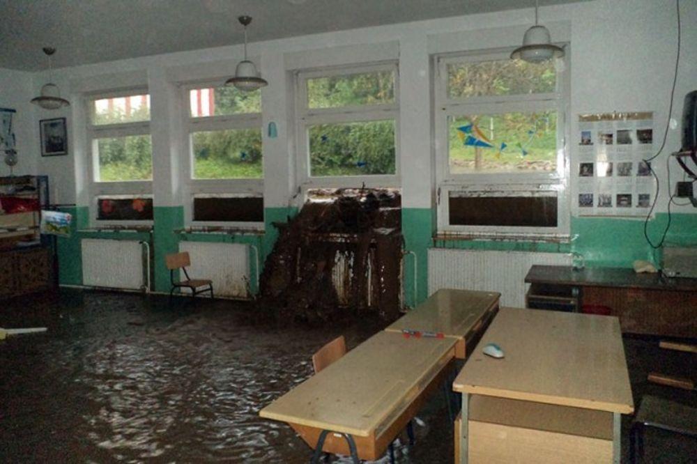 TUGA: Pogledajte šta je ostalo od škole u Tekiji posle poplave (FOTO)