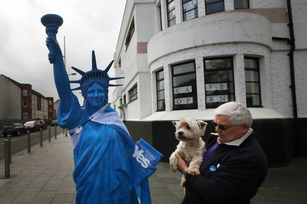 (VIDEO) BRITANSKI MEDIJI: Škotski penzioneri spasli Veliku Britaniju od cepanja!