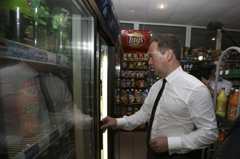 MEDVEDEV UVEO CARINE NA UKRAJINSKU ROBU: Rusija neće biti zatvorena ekonomija