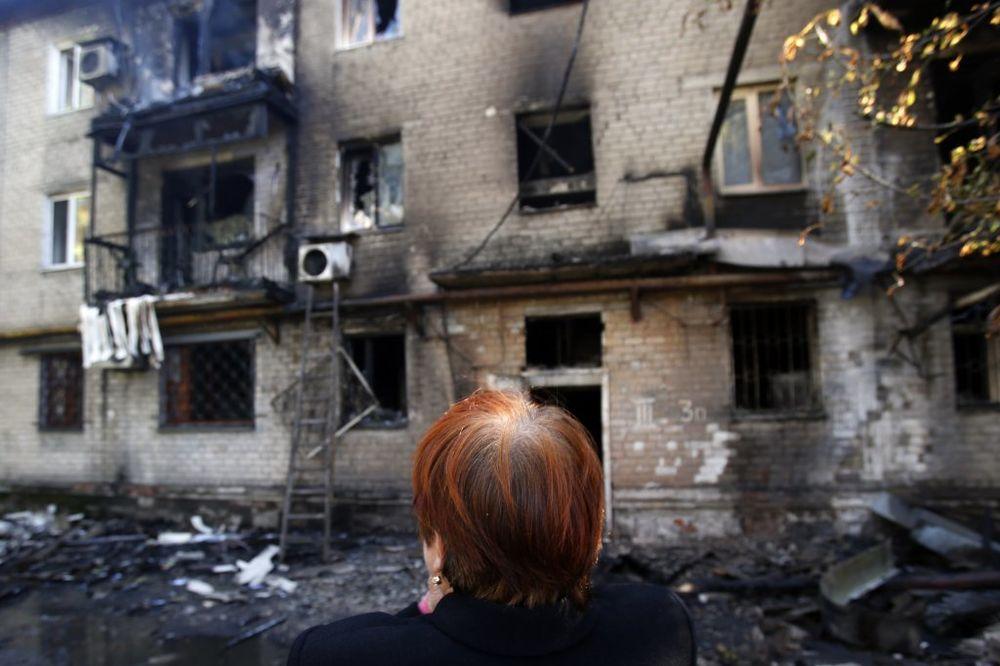 UŽIVO DAN 214 DNR: Građani čiste Donjeck posle višemesečnog granatiranja