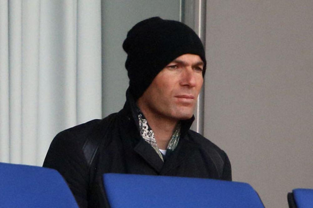 PRETI MU SUSPENZIJA: Zidan vodi bez licence drugi tim Reala!