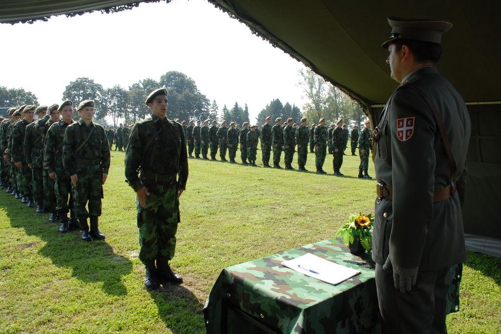 DIKOVIĆ NA POLAGANJU ZAKLETVE: Vojska je uvek tamo gde je potrebna