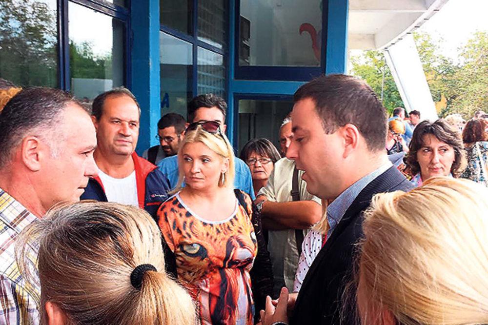 Ogorčeni privrednici Obrenovca: Uništena im roba, a traže im PDV