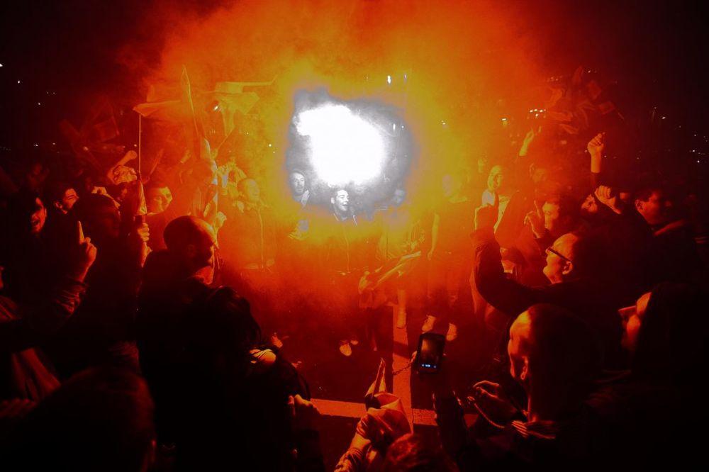 HAOS U PODGORICI Navijači pokušali da zapale zastavu SAD, skandirali: Rusija i Srbija, braća zauvek