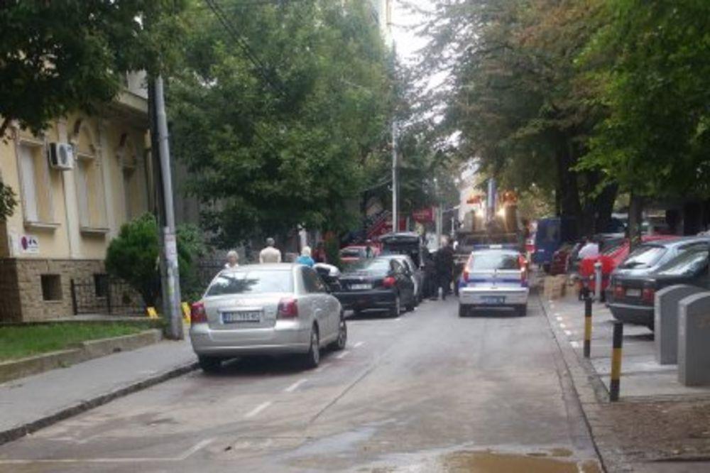 U TOKU RADOVI: Zbog pucanja vodovodne cevi zatvoren deo Kursuline ulice!