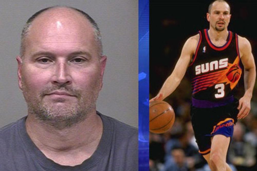 (VIDEO) PAO ZBOG 14.000 DOLARA: Bivši NBA igrač uhapšen zbog serije krađa