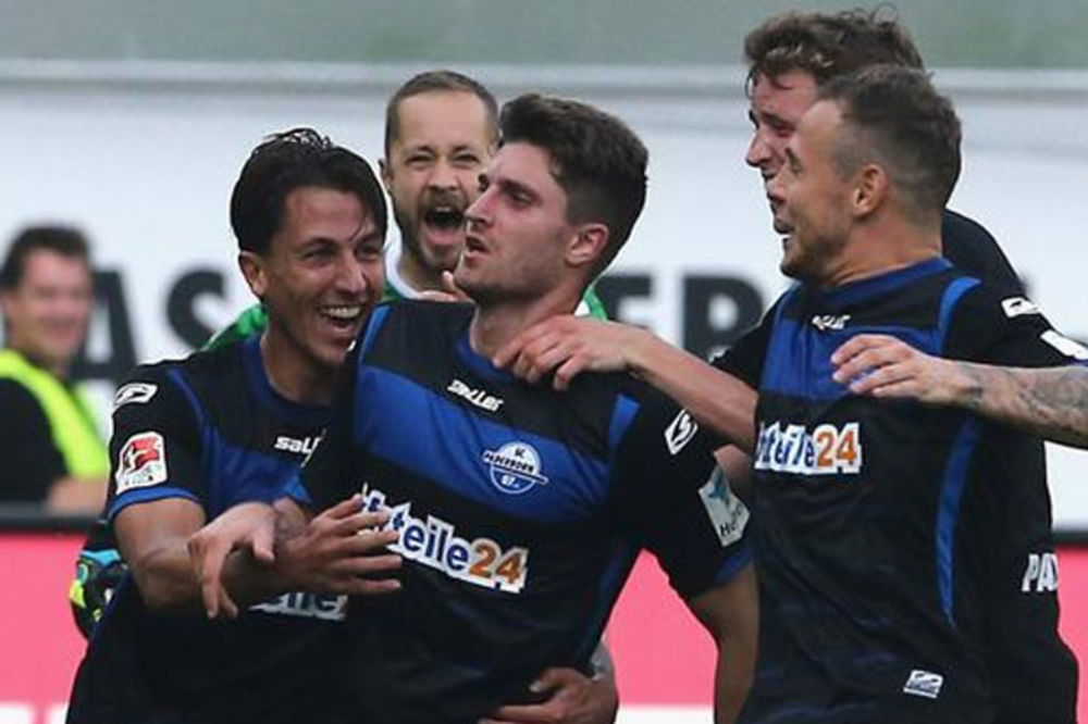 (VIDEO) HAUBICA ZA ANALE: Golčina fudbalera Paderborna sa 83 metra