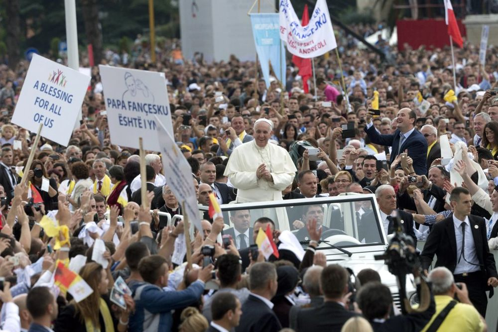 (VIDEO) STIGAO U ALBANIJU: Pogledajte prvu posetu pape Franje Tirani i javnu misu koju je održao