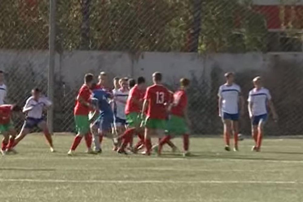 (VIDEO) NEVIĐENA BRUTALNOST: Žestoka tuča mladih fudbalera na prijateljskom meču u Rusiji