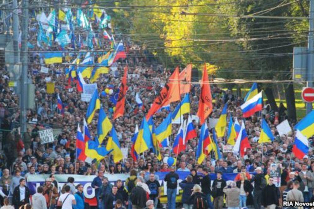 VREĐALI PUTINA: Pogledajte hiljade Rusa marširalo protiv rata u Ukrajini