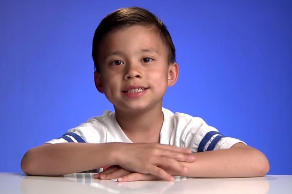 (VIDEO) Ovaj dečak (8) zarađuje 1,3 miliona dolara godišnje, a saznajte čime se bavi...