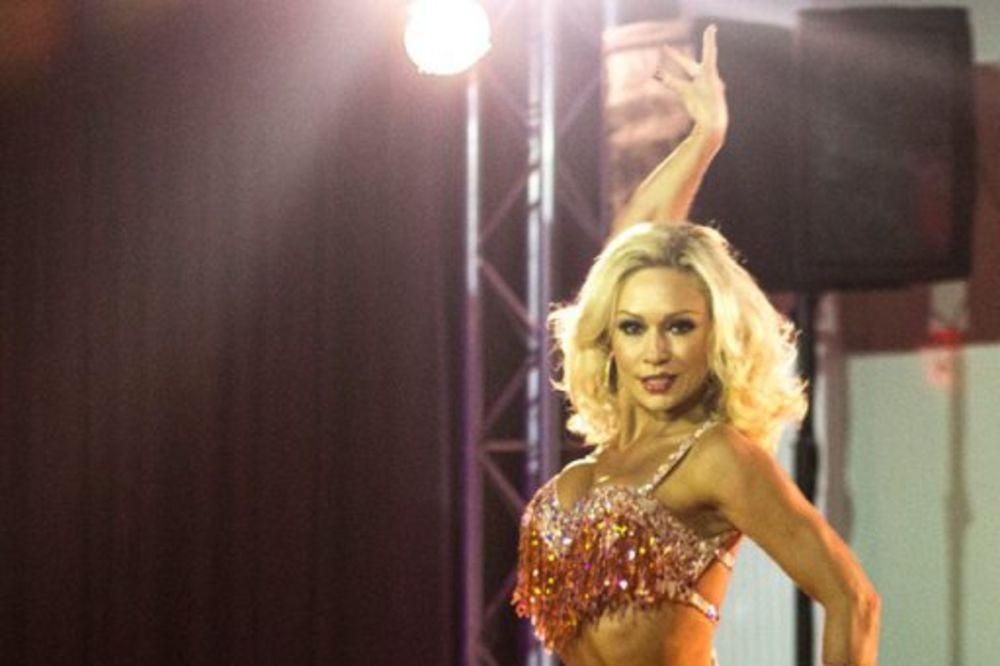 PREVIŠE SEKSI: Ruskinji zabranili da pleše s oženjenim muškarcima!