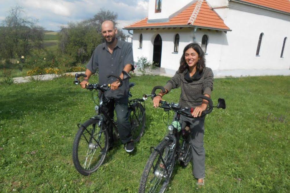 FRANCUZI ZASTALI U BLACU: Odmorili se uz ajvar i pogaču pa produžili biciklom za Kinu