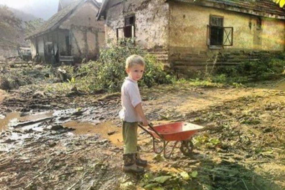 HRABRI BOLJETINAC (5): Ovo je fotografija koja je rasplakala čitavu Srbiju!