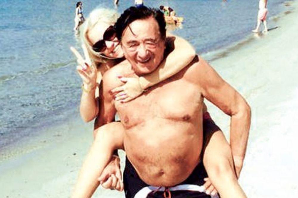 MEDENI MESEC: Rihard Lugner (81) se sa suprugom Kati (24) provodi u Solunu!