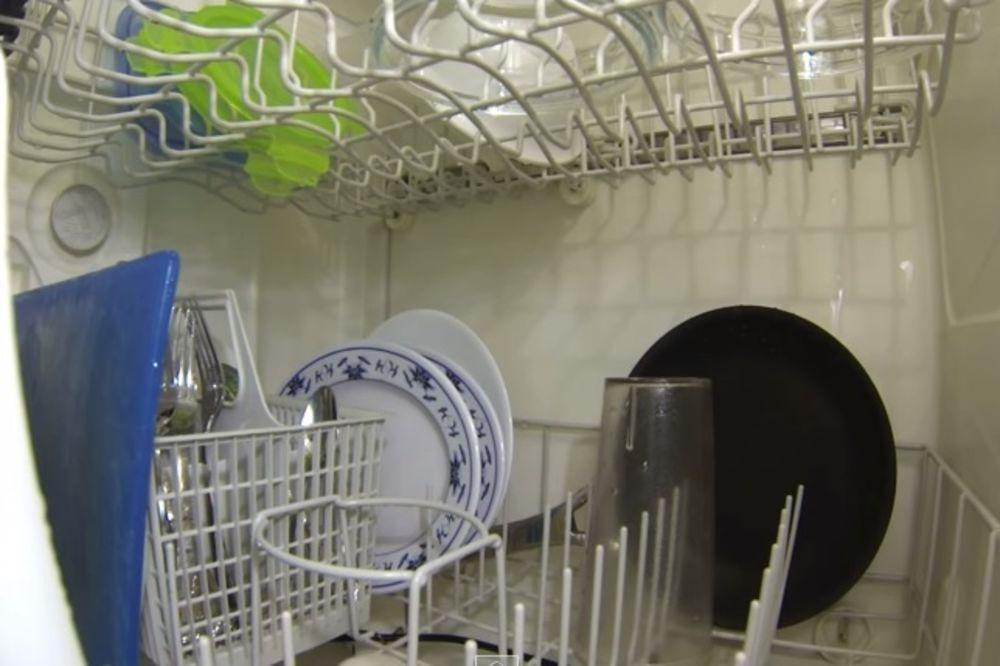 VELIKA VODENA ŽURKA: Evo kako izgleda iznutra mašina za suđe kada je uključite