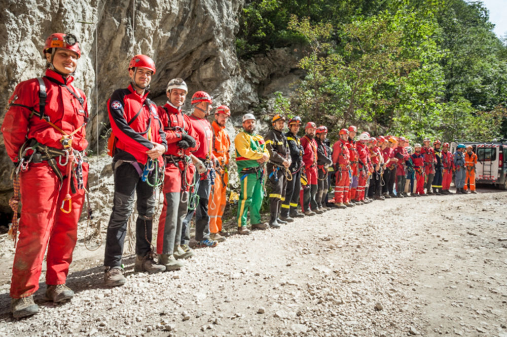 GSS UVEŽBAO SPASIOCE: Obuka spasavanja iz speleoloških objekata!