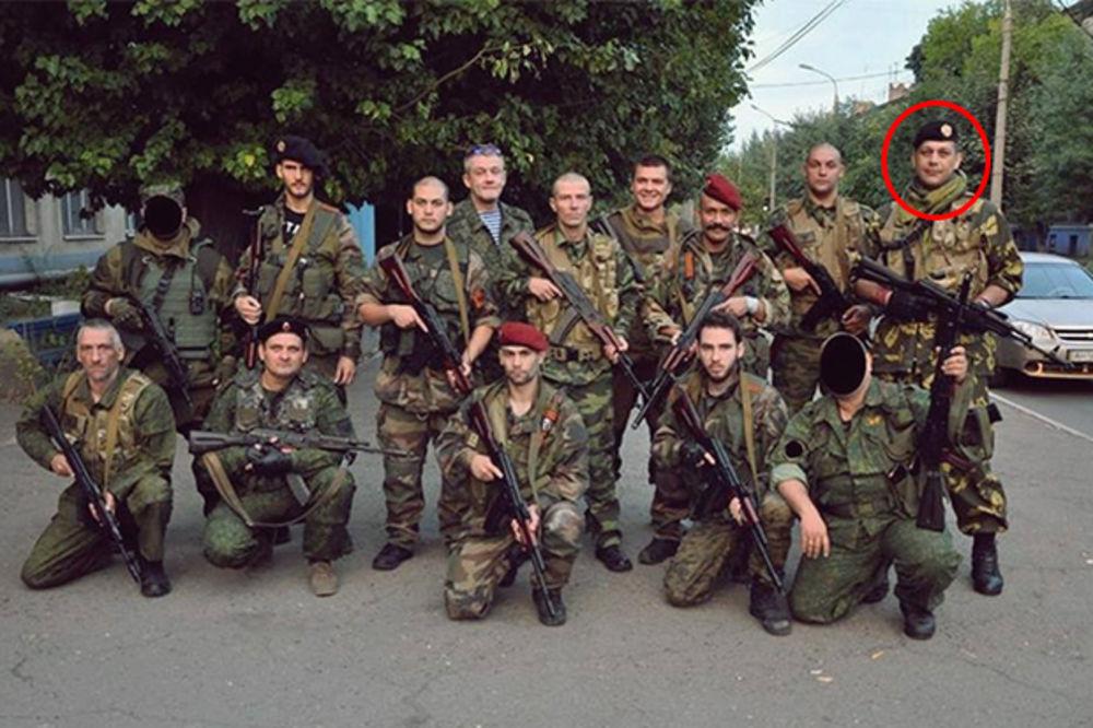 (FOTO) NAORUŽAN DO ZUBA: Pogledajte Radomira Počuču u punoj ratnoj opremi!