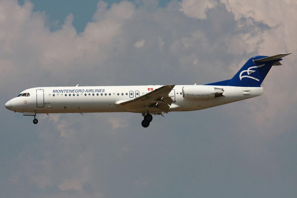 INCIDENT U PODGORICI: Jako nevreme oštetilo avion!