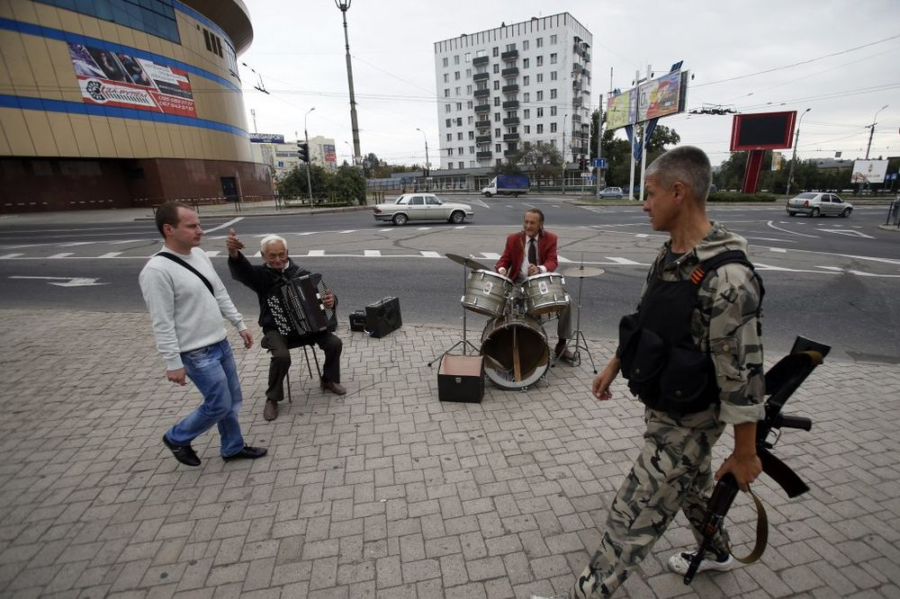UŽIVO DAN 218 KIJEV: Obe strane poštuju primirje AFP: U Donjecku sve trešti