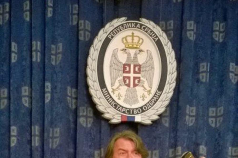 NOVI SPOT: Manjifiko kao Bata Živojinović!