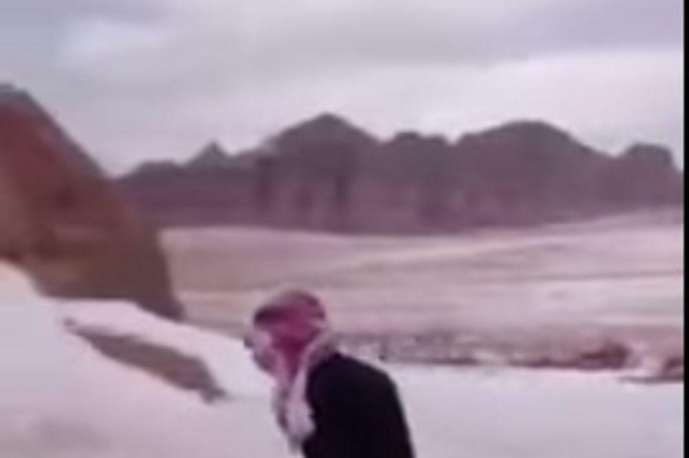 NASMEJAĆE VAS DO SUZA: Ono kad Saudijac prvi put u životu vidi sneg!