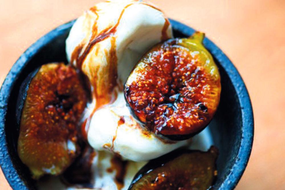Karamelizovane smokve sa sladoledom od vanile
