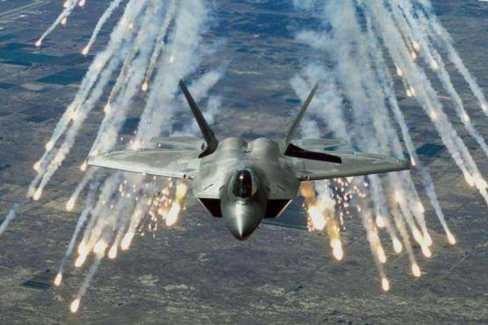 (VIDEO) OBAMIN SUPER-DŽET: Nevidljivi F-22 protiv džihadista prvi put u akciji