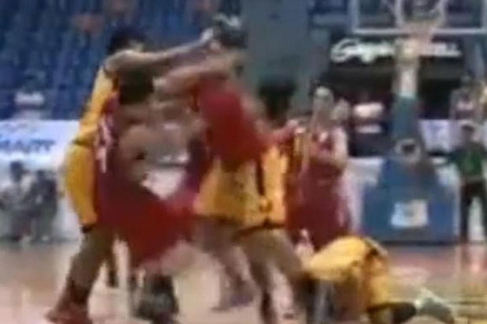 (VIDEO) NEVIĐENI FAJT: Pogledajte masovnu tuču košarkaša na Filipinima