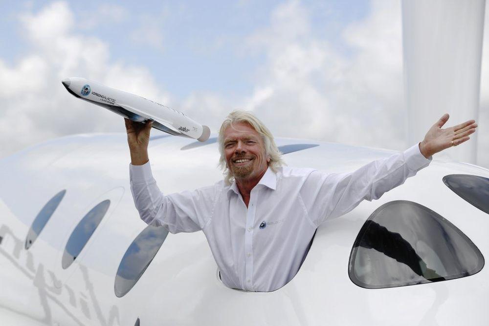 (VIDEO) NAJBOLJI ŠEF NA SVETU: Ričard Branson deli slobodne dane šakom i kapom