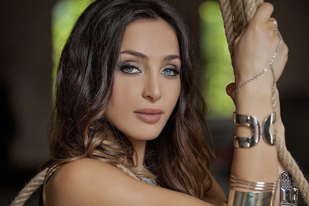 Maya Berović promovisala novu pesmu!
