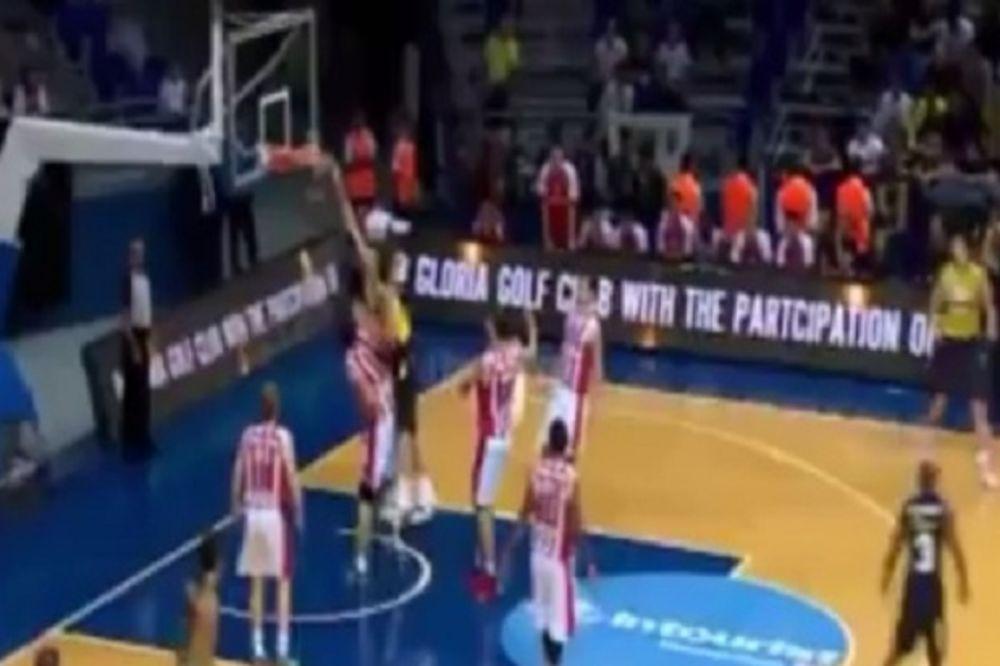 NBA LEKCIJA LETEĆEG ČEHA: Pogledajte kako je Jan Veseli zakucao centra Crvene zvezde