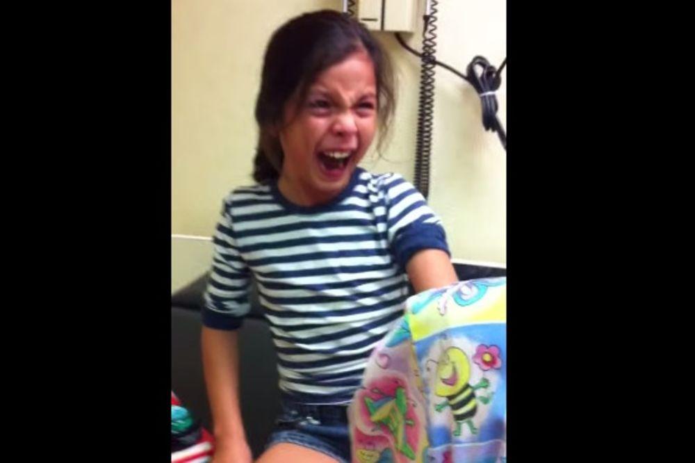 ZA OSKARA: Pogledajte kako je devojčica reagovala kada je trebalo da primi vakcinu!