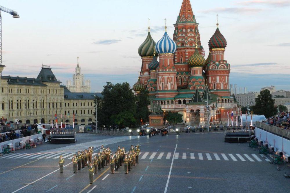 (VIDEO) MOSKVA NA NOGAMA: Maršu na Drinu Vojnog orkestra Niš skandiralo hiljade Moskovljana!