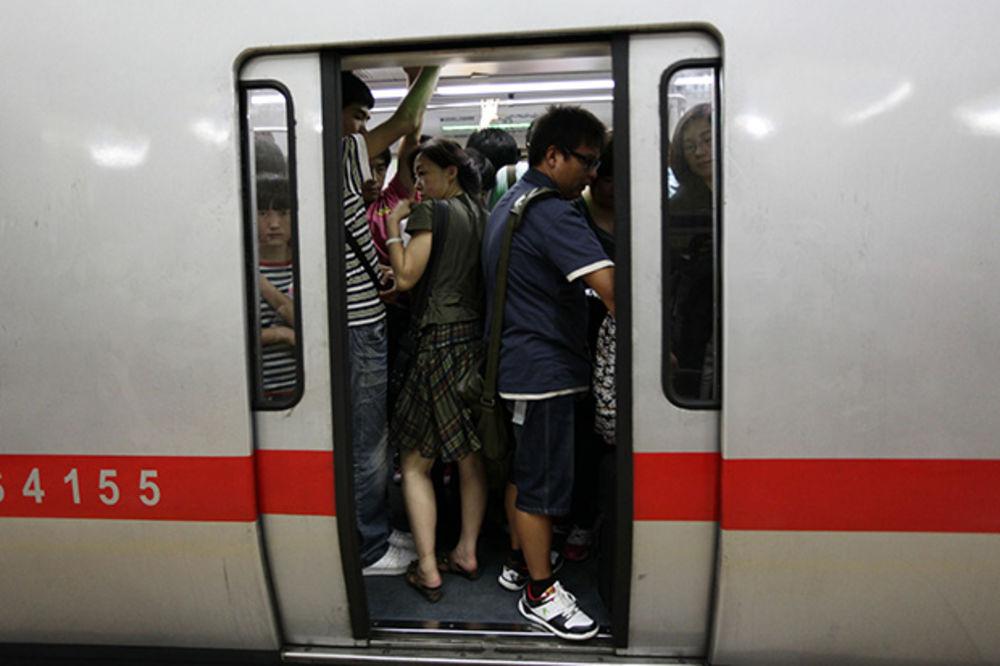 KINESKI BUS PLUS: Javni prevoz plaćaju mobilnim telefonima!