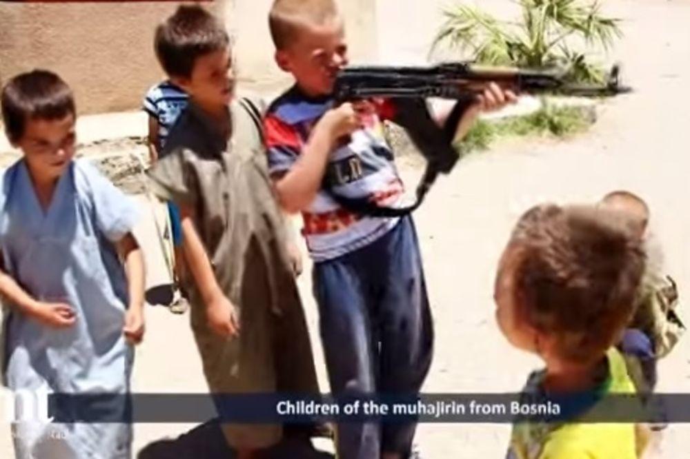 (VIDEO) NAORUŽANI DEČACI IZ BOSNE UZVIKUJU PAROLE ISIS: Vaš grob će biti u Siriji, Alah je najveći!