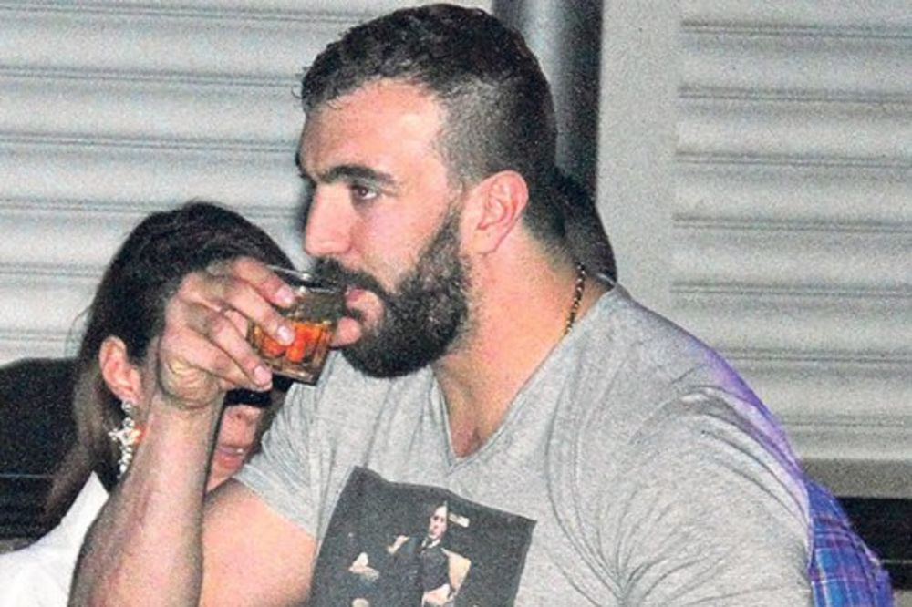 POSTAJE KAFEDŽIJA: Nikola Peković kupuje Šarićeve klubove