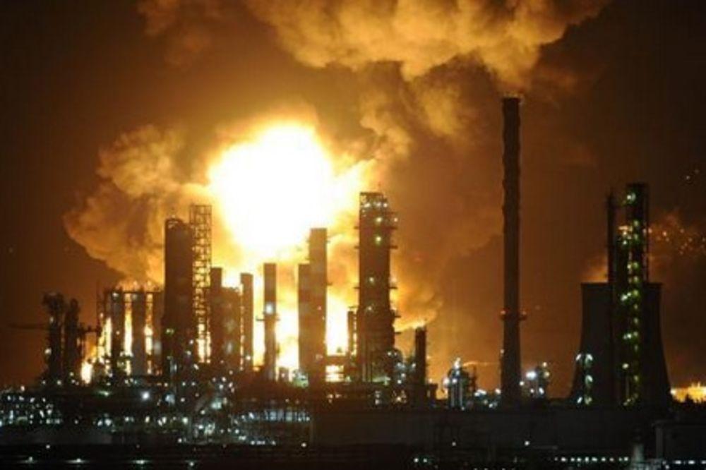 (VIDEO) KATASTROFA NA SICILIJI: Požar u fabrici rafinerije nafte!