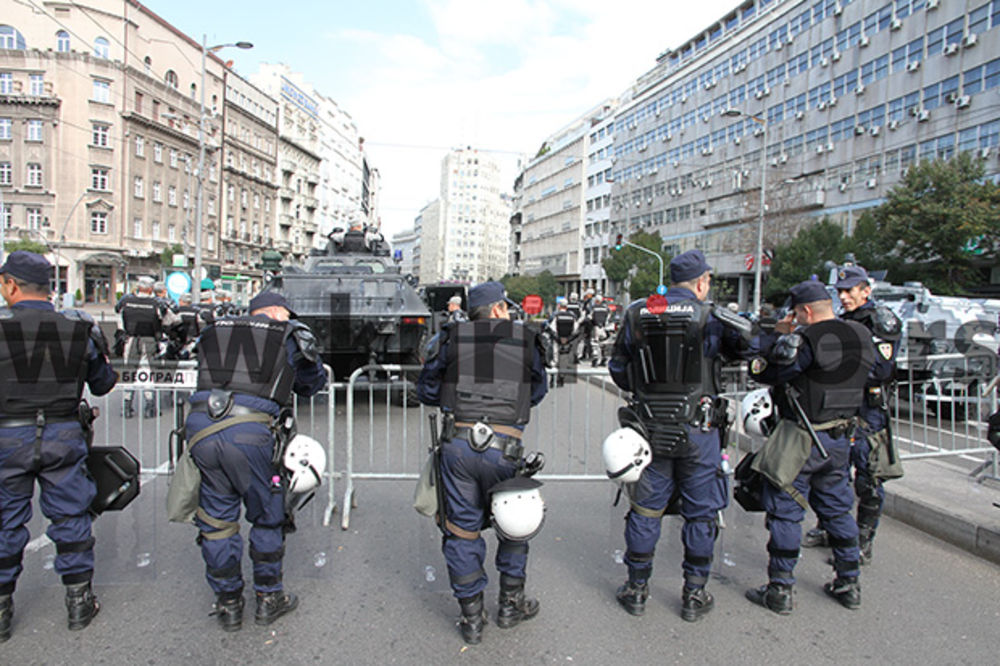 BG POSLE PRAJDA: Policija sklonila barikade, sve saobraćajnice prohodne!
