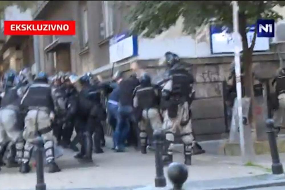 EKSKLUZIVNI SNIMAK: Pogledajte kako je Žandarmerija brutalno pretukla Vučićevog brata