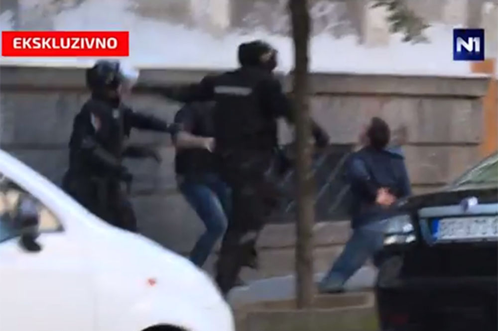 PREBIJANJE ANDREJA VUČIĆA: Stefanović naredio istragu o žandarmima!