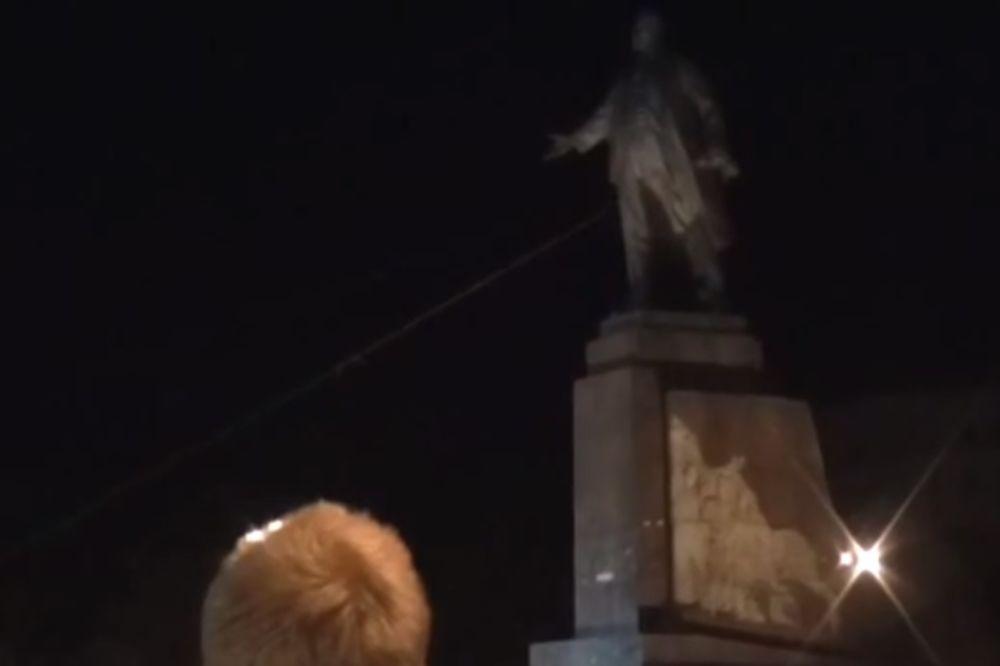 HARKOV: Srušen najveći spomenik Lenjinu u Ukrajini