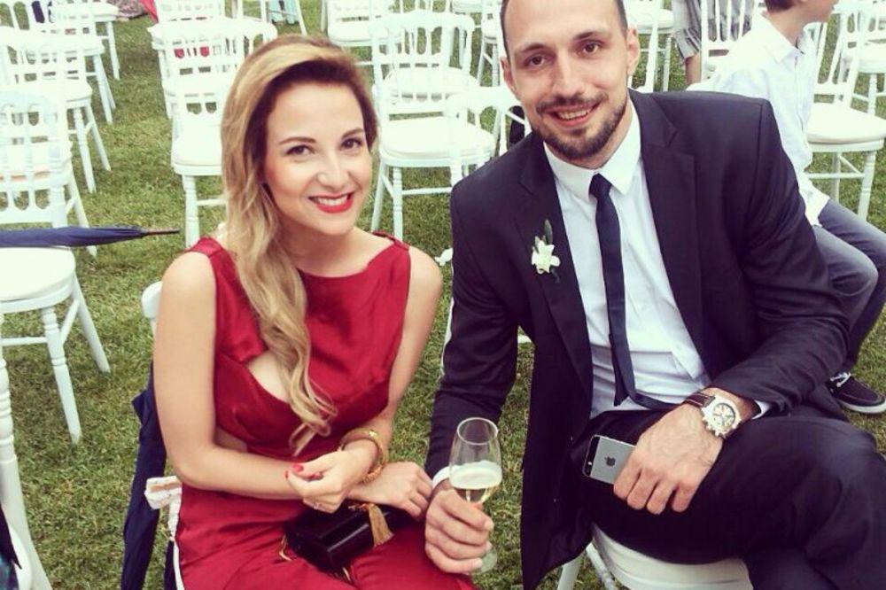 JEDNA SESTRA ZA TENISERA, DRUGA ZA KOŠARKAŠA: Evo kako izgleda Ana Ristić, verenica Luke Bogdanovića