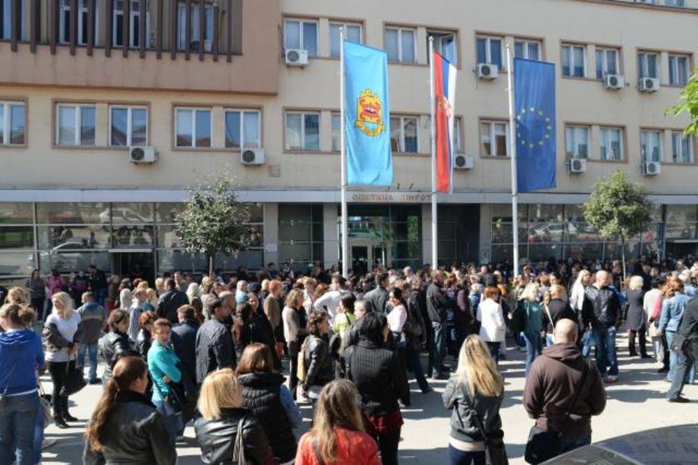 ŠTA ĆE BITI S FABRIKOM: Pirotski konfekcionari izašli na ulicu